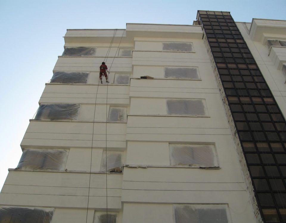 رنگ امیری نمای بیرونی ساختمان با طناب