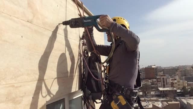 پیچ و رولپلاک سنگ نما ی ساختمان + بدون داربست با روش راپل