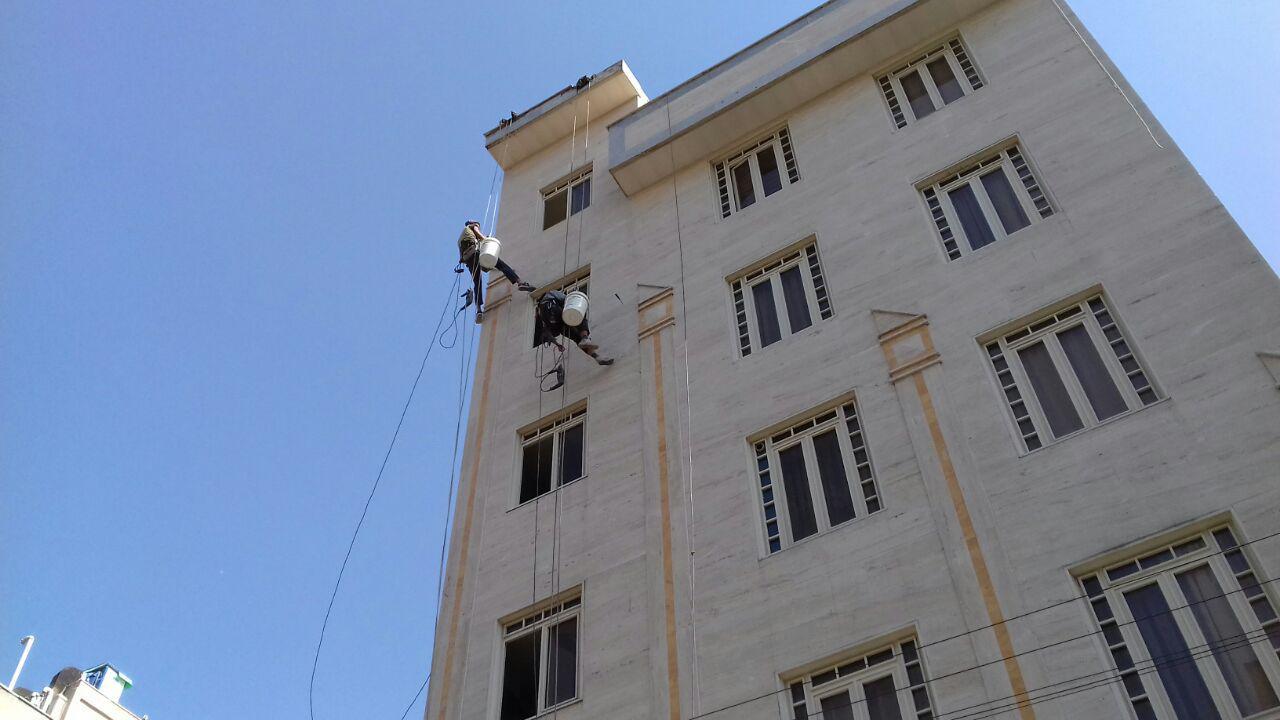 پیچ و رولپلاک سنگ نمای ساختمان (راپل ،کار با طناب)