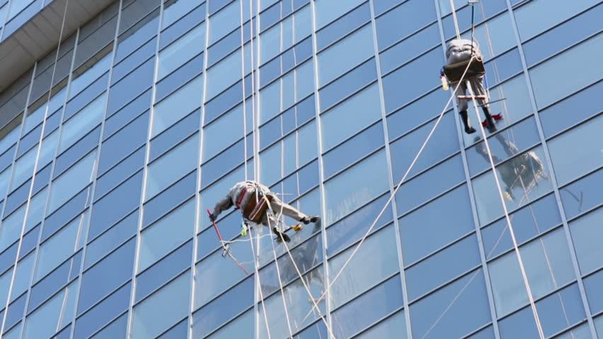 کار با طناب ساختمان در ارتفاع