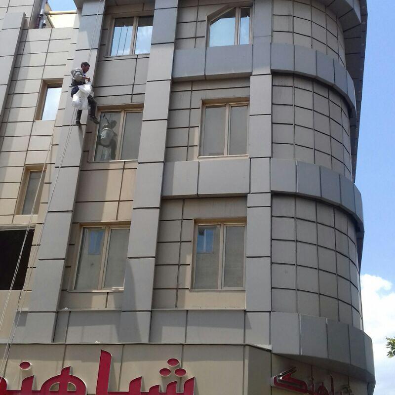 پیچ و رولپلاک نمای ساختمان